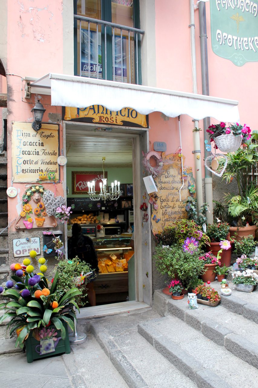 Focaccia shop in Riomaggore main street