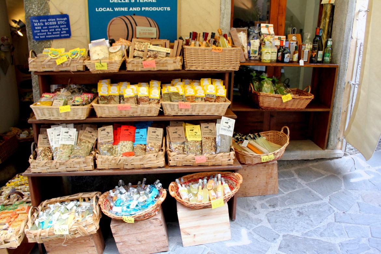 riomaggiore shops selling limoncino