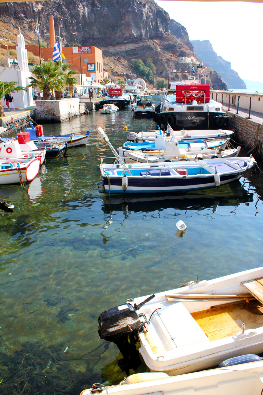 Harbour boats in Fira