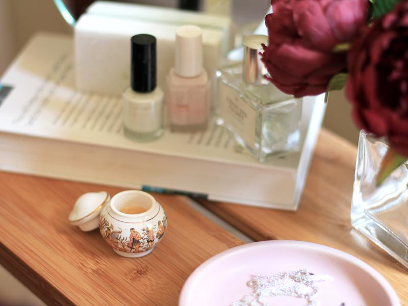 Seven benefits of owning a solid perfume | Dossier Blog