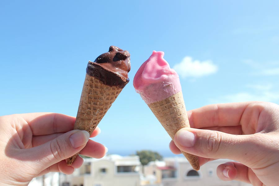 How cute are these mini ice creams in Santorini! Tips for avoiding tourist crowds when traveling Europe | Dossier Blog