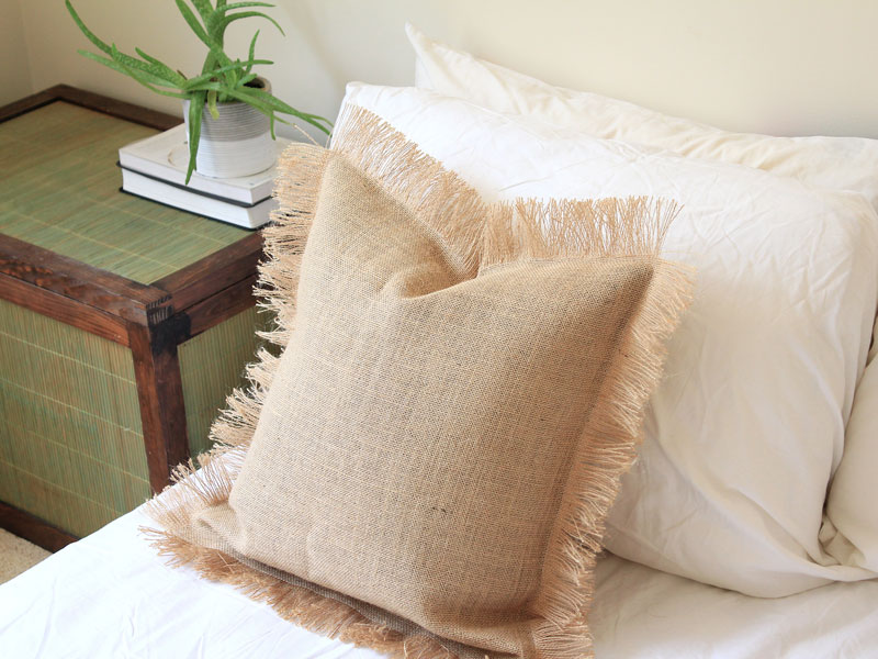 DIY Burlap Fringe Cushion