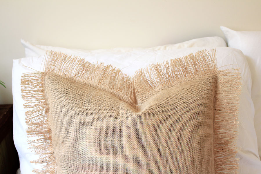Final DIY: Fringe cushion made out of burlap | Dossier Blog