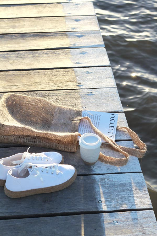 An easy DIY burlap tote on a day out at the jetty | Dossier Blog