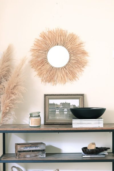 Add some juju flair to your entryway with this natural raffia sunburst mirror DIY!