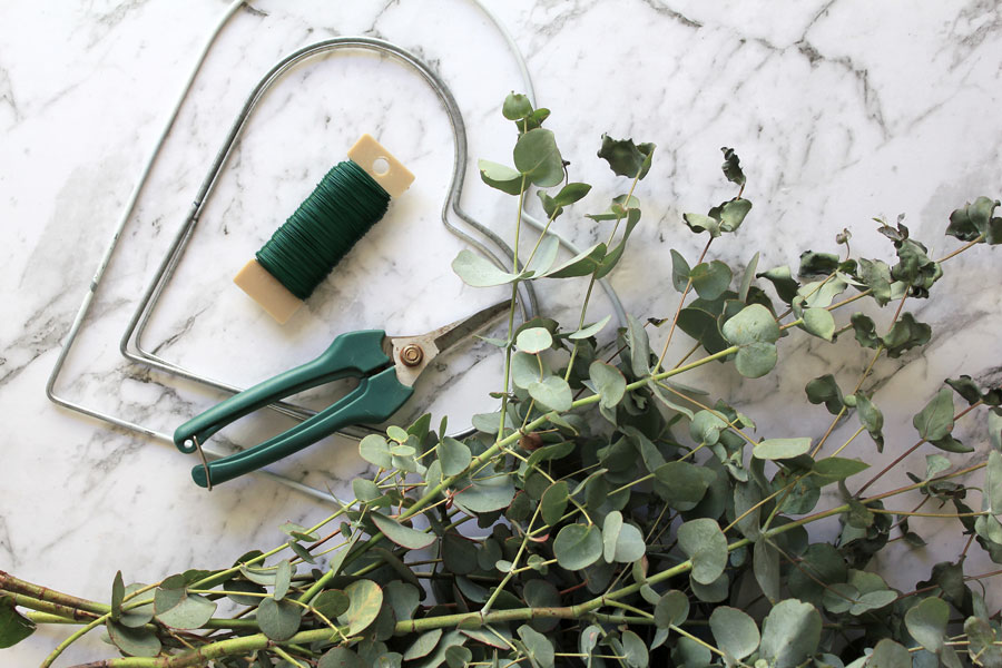 What you'll need to make heart wreaths   Dossier Blog